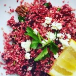 RECEPT: Gezonde lunchsalade van rode biet, couscous en pecannoten