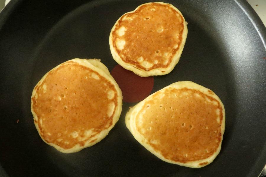American pancakes in anti-aanbakpan