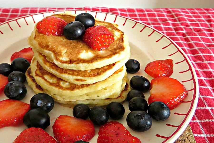 American pancakes aardbei en bessen