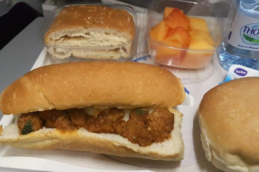 Eten in Suriname KLM ontbijt terugreis