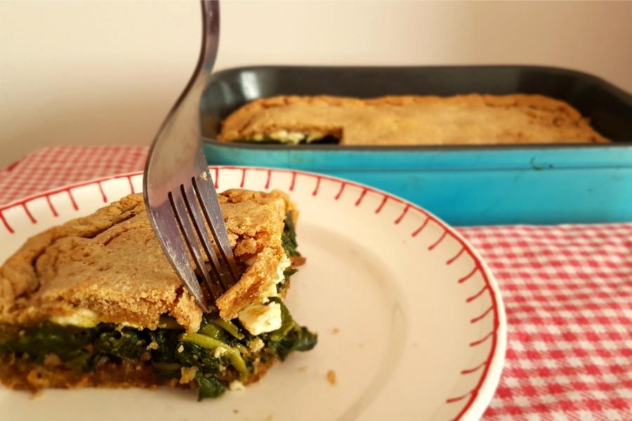 recept-hartige-taart-met-tayerblad-op-bord