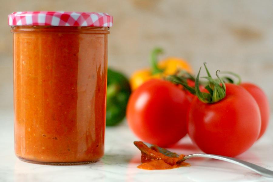 zelfgemaakte tomatensaus voor pasta en pizza recept
