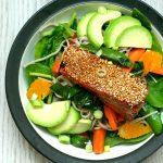 RECEPT: salade met teriyaki zalm en Surinaamse avocado