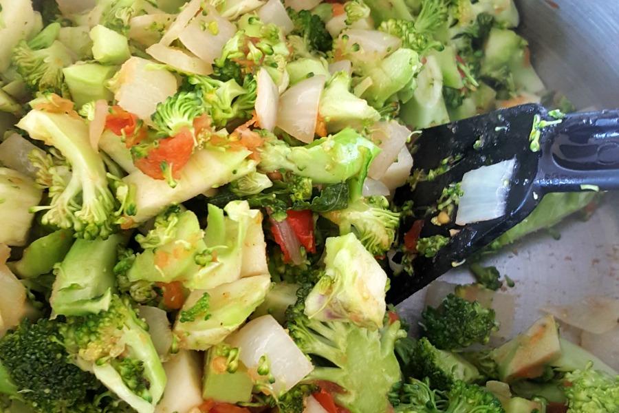tomaat-ui-brocolli-aanbakken