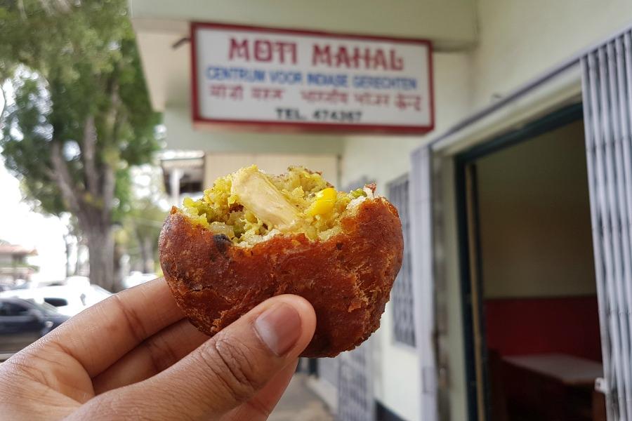 lekkerste-snacks-van-paramaribo-bara-moti-mahal