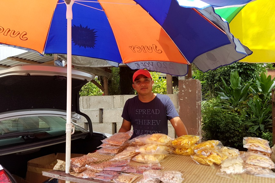 lekkerste-snacks-van-paramaribo-chips-dr-sophie-redmond