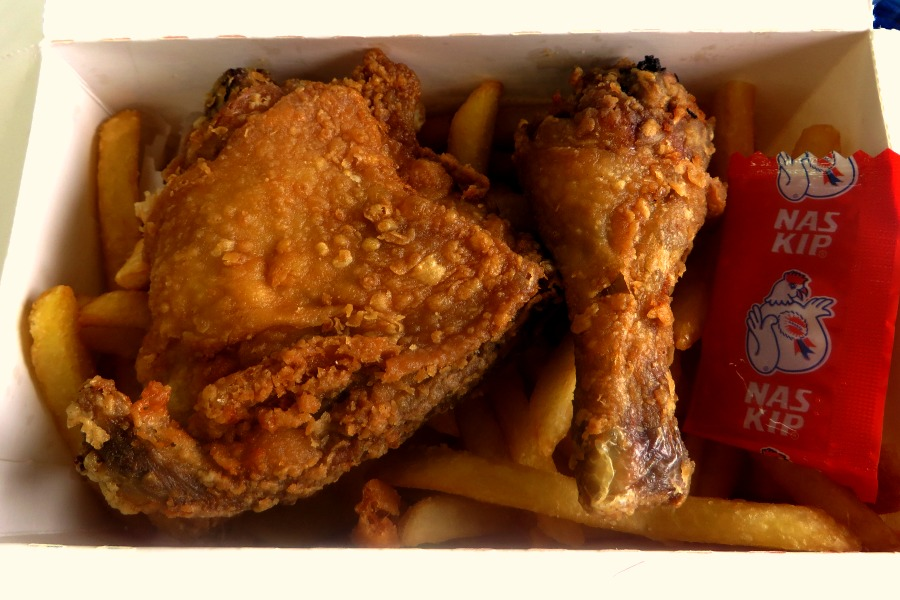 lekkerste-snacks-van-paramaribo-patat-naskip