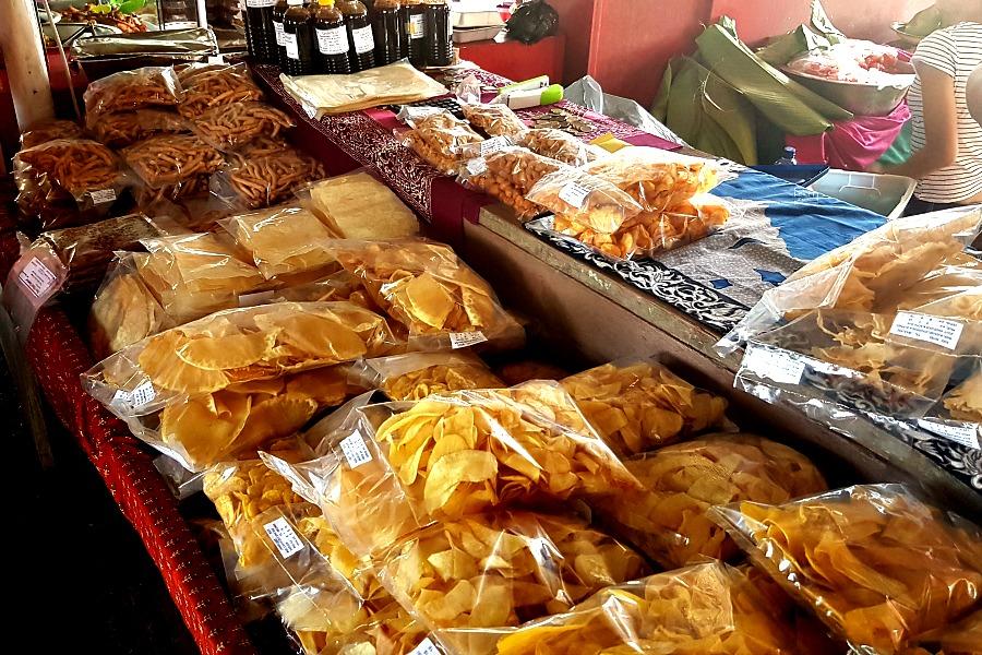 leukste-markten-van-paramaribo-javaans-snacks