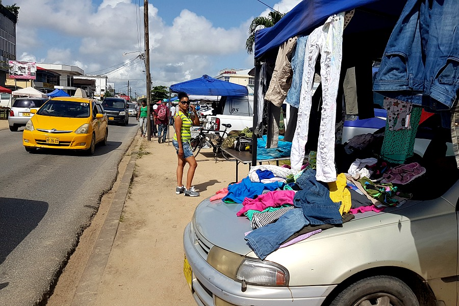 leukste-markten-van-paramaribo-tourtonne-kleding