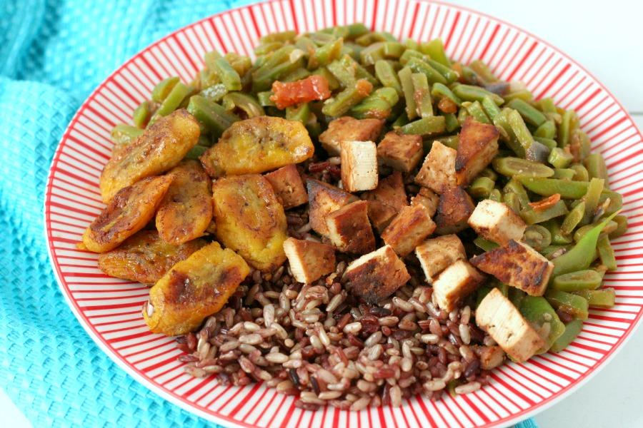 recept vega versie Surinaamse rijst, kip en groente tahoe tofu