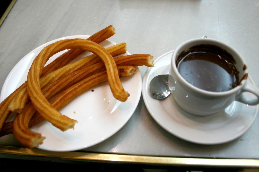 churros-met-chocolade-madrid