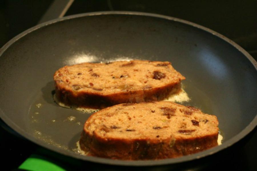 in-pan-wentelteefjes-van-surinaams-kerstbrood