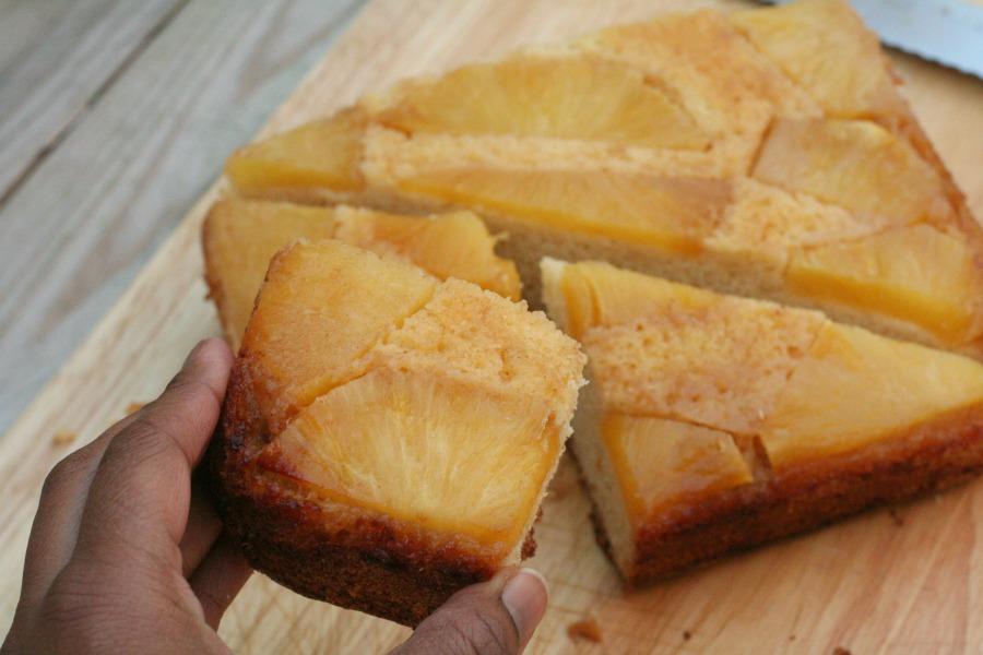 Surinaamse ananascake met rum recept