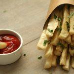 RECEPT: knapperige cassave frietjes uit de oven