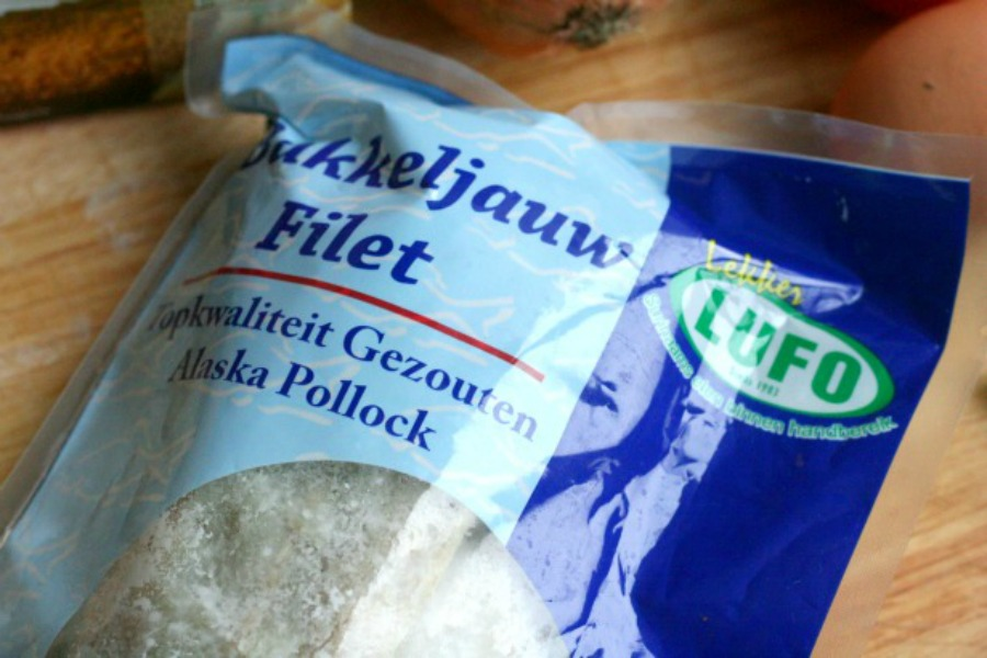 Surinaams broodje bakkeljauw visfilet in pak