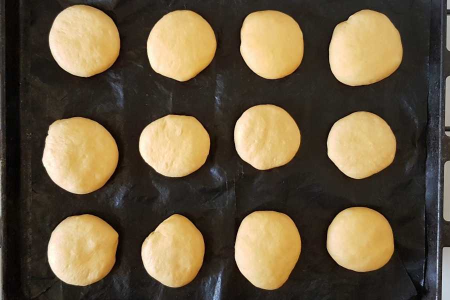 zoete aardappelbroodjes voor tweede rijs