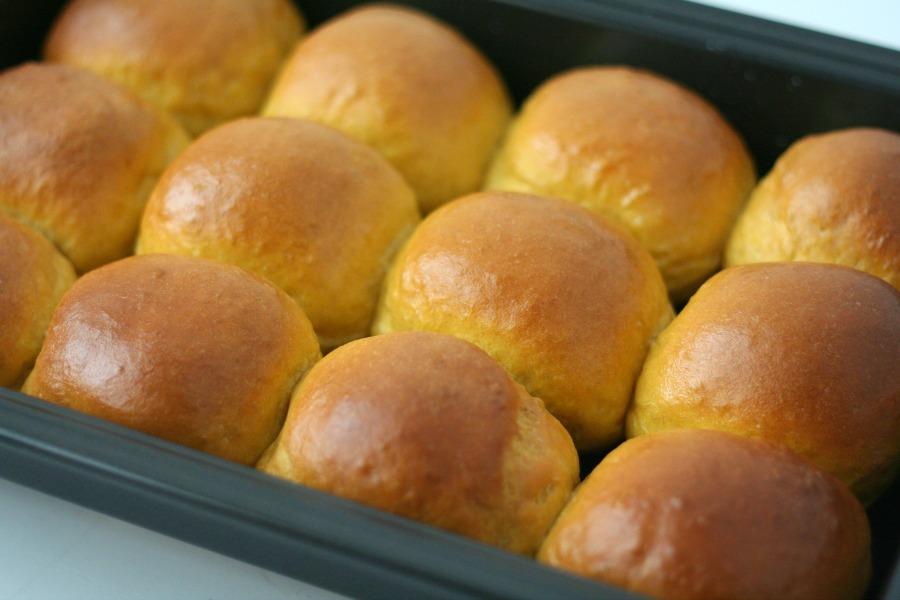 luchtige zoete aardappelbroodjes fluffy sweet potato rolls