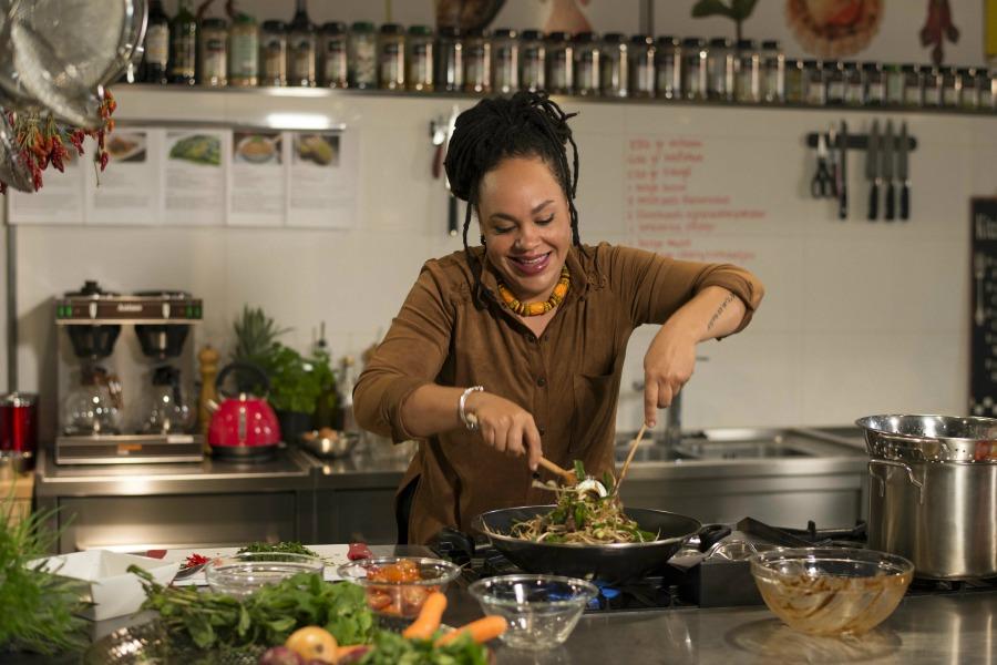 BinnensteBuiten de leukste Surinaamse recepten van Sharon de Miranda