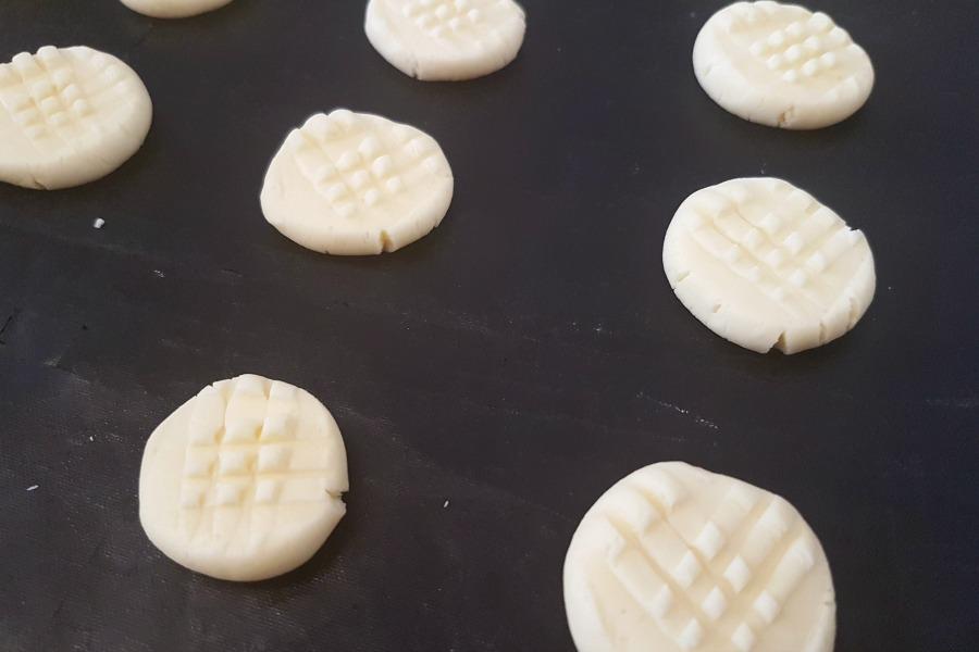 Surinaams maizenakoekjes recept how to make glutenfree cornstarch cookies making cookies