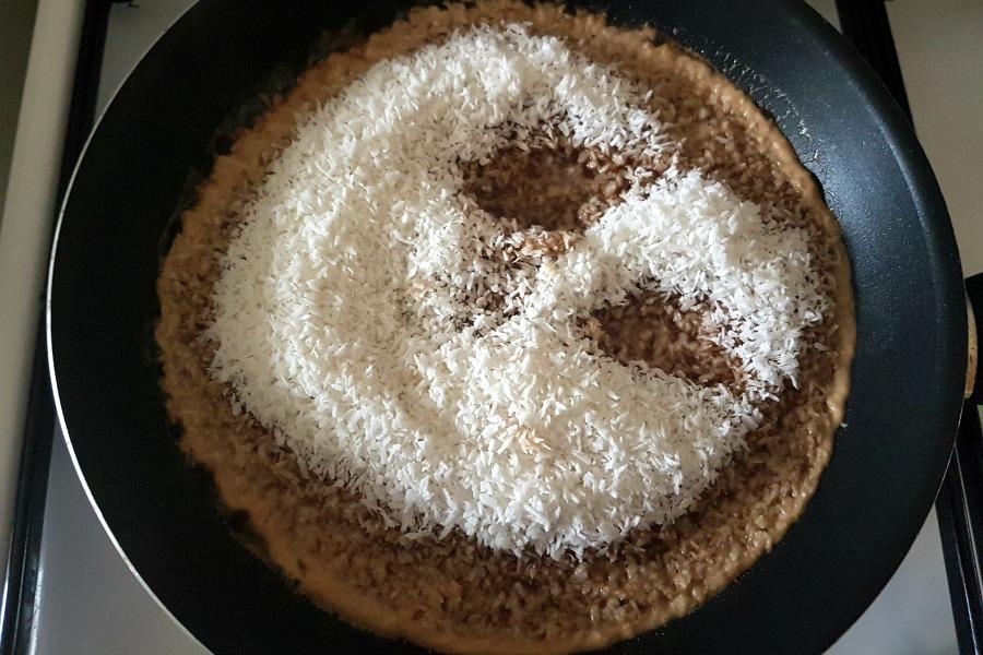 recept javaanse kokosflensjes goelong goelong kokos in suikerwater