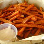 RECEPT: zoete aardappel frietjes uit de oven