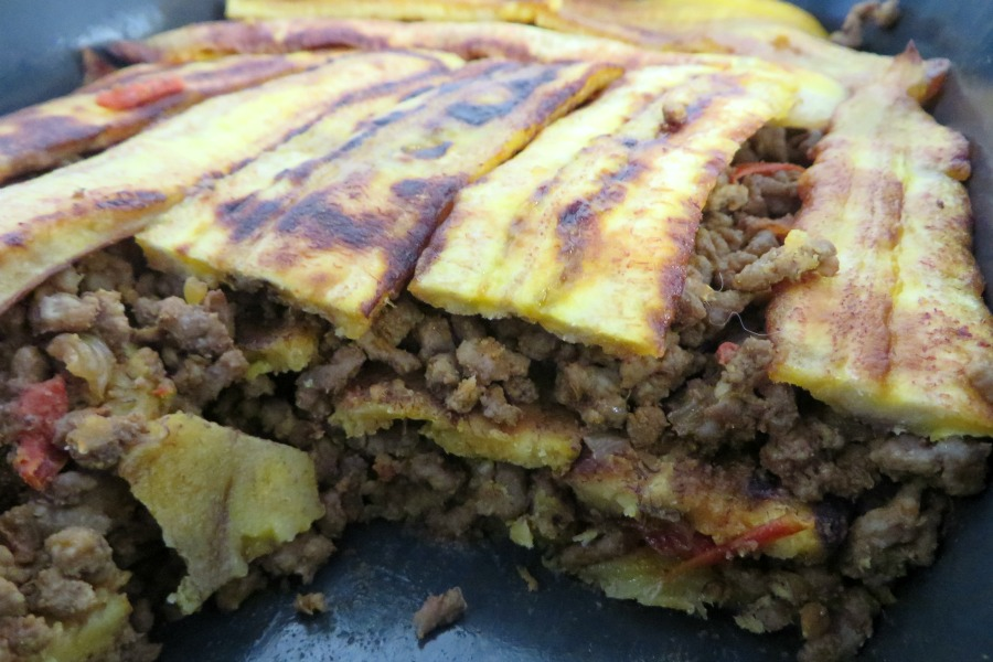 recept plantain lasagna pastelon close up