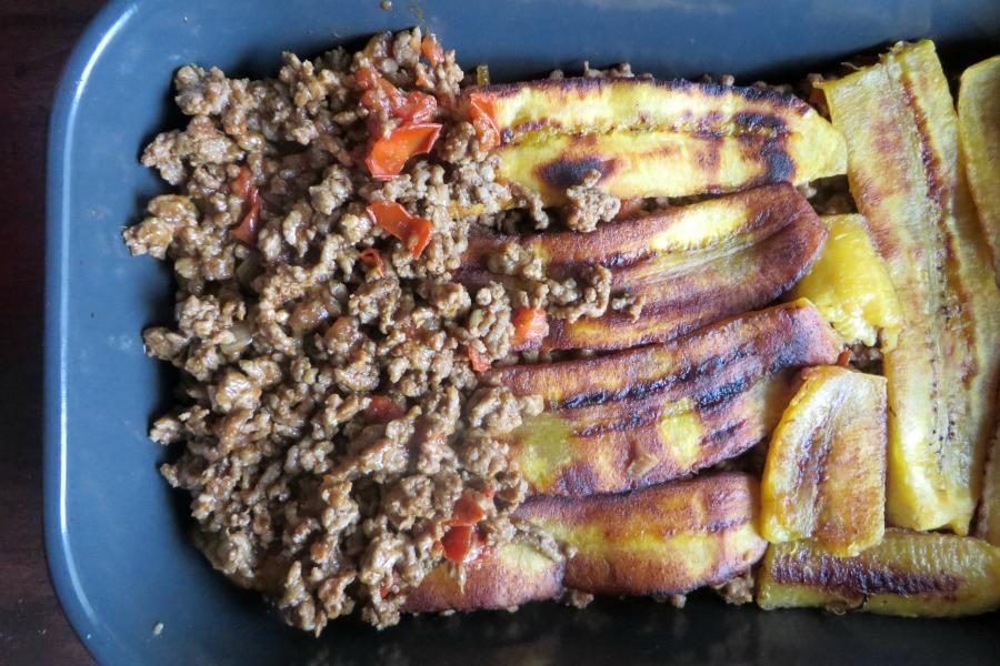 recept plantain lasagna pastelon gehakt op bakbanaan laagjes