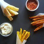RECEPT: Surinaamse frietjes van bakbanaan, cassave en zoete aardappel)