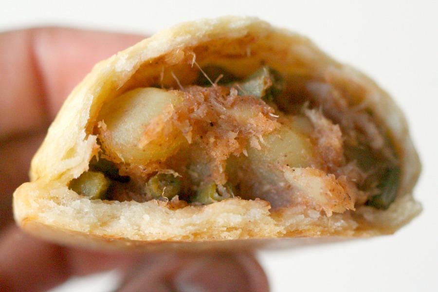 recept Surinaamse pasteitjes met bakkeljauw binnenkant