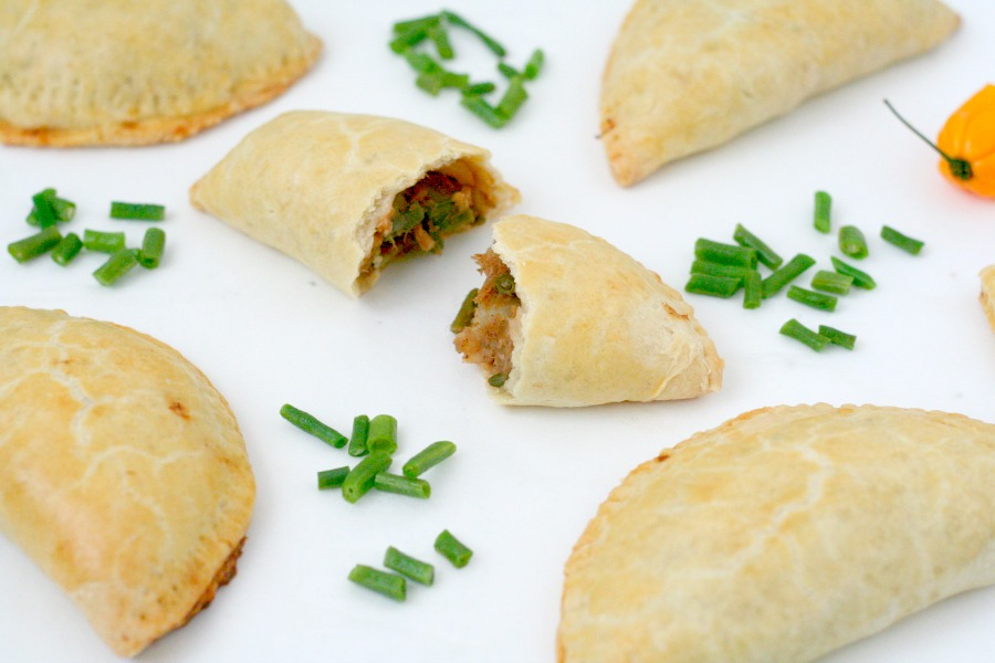 recept Surinaamse pasteitjes met bakkeljauw