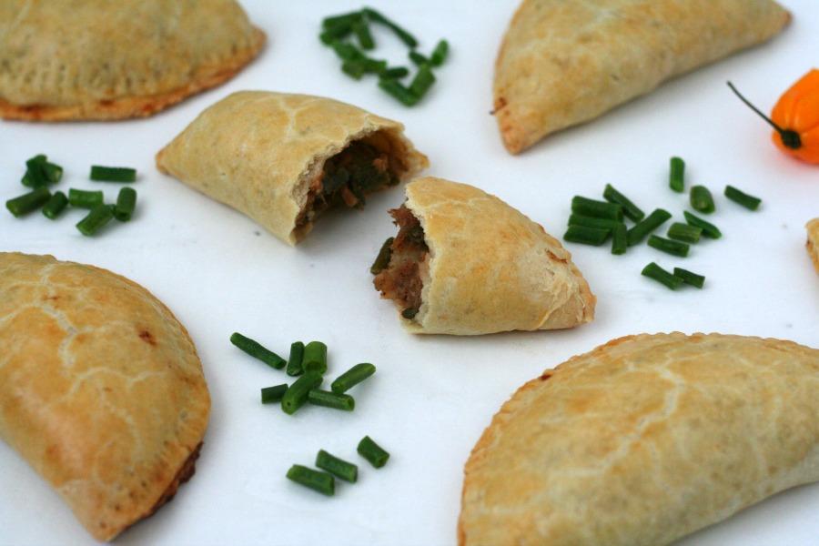 Surinaamse pasteitjes met bakkeljauw recept