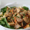 salade met kip, spinazie, tauge, pindasaus recept