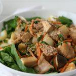 RECEPT: salade met kip en pindasaus-sesamdressing