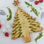SURINAAMS KERSTRECEPT: bladerdeeg kerstboom met tayerbladpesto
