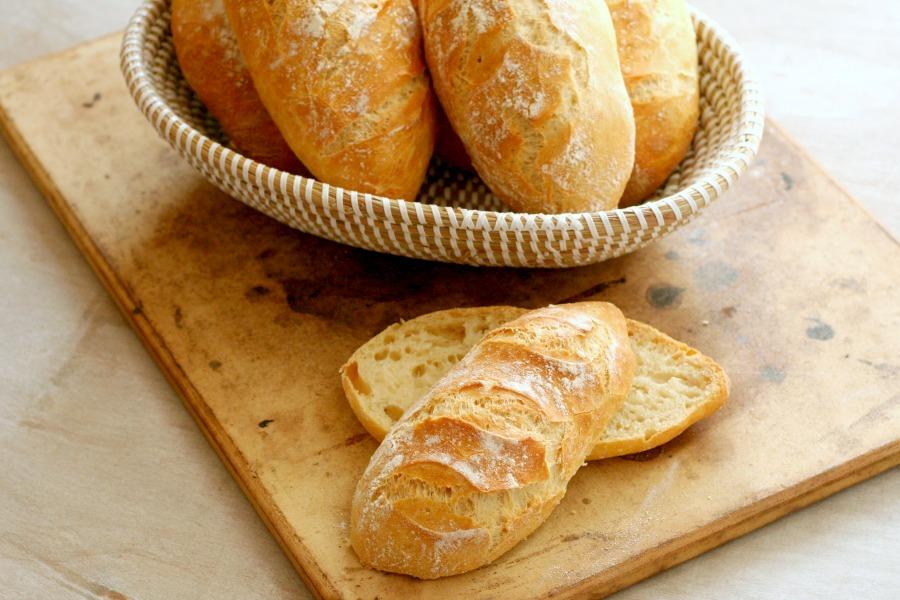 knapperige Surinaamse witte puntjes recept niet kneden brood